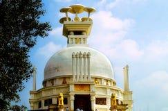 Stupa de Shanti : pagoda de paix consacrée à seigneur Bouddha Image stock