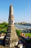 Stupa in de tempel dichtbij de rivieradvertentie Thailand Royalty-vrije Stock Fotografie