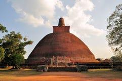 Stupa di dagoba di Jetavaranama, Anuradhapura, Sri Lanka fotografia stock libera da diritti