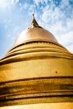 Stupa dourado Banguecoque, Tailândia Imagens de Stock