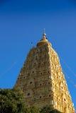 Stupa dourado, Kanchanaburi, Tailândia Fotografia de Stock Royalty Free