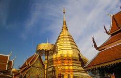 Stupa dourado maravilhoso no chiengmai, Tailândia Imagem de Stock