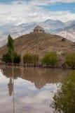 Stupa duplicado en Ladakh Imagenes de archivo