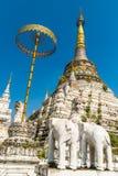 Stupa en el templo de Wat Saen Fang en Chiang Mai, Tailandia Foto de archivo libre de regalías