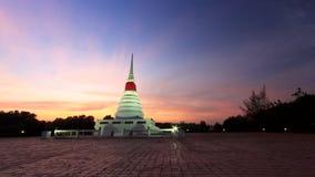 Stupa en puesta del sol Imagenes de archivo