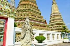 Stupa en standbeeld in Wat Pho royalty-vrije stock afbeelding