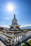 Stupa enorme en la ciudad de Ganzi Fotos de archivo