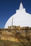 stupa för sri för anuradhapuralankamirisavetiya Royaltyfri Bild