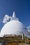 stupa för sri för anuradhapuralankamirisavetiya Royaltyfria Bilder
