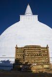 stupa för sri för anuradhapuralankamirisavetiya Arkivfoton