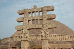 Stupa Gatter in Sanchi lizenzfreies stockbild