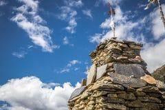 Stupa ha fatto delle pietre in un giorno soleggiato Fotografia Stock