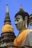 Stupa i Buddha statuy Zdjęcie Royalty Free