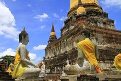 Stupa i Buddha statuy Zdjęcia Stock