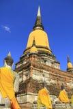 Stupa i Buddha statuy Zdjęcie Stock