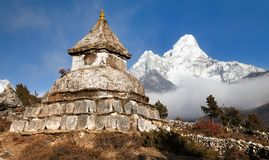 Stupa near Pangboche village with mount Ama Dablam. Way to mount Everest base camp - Khumbu valley - Nepal Stock Image