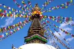Stupa nepalese con le bandierine di preghiera Fotografia Stock Libera da Diritti