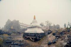 Stupa no monastério de Shad Tchup Ling Buddhist na montanha Kachkanar r Rússia imagens de stock