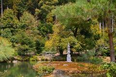 Stupa no templo de Kinkaku, Kyoto, Japão Fotos de Stock
