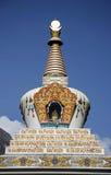 Stupa op blauwe hemel, annapurna royalty-vrije stock foto's