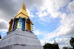 Stupa op de heuvel in het hout Stock Fotografie