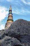 Stupa op de heuvel in het hout Royalty-vrije Stock Foto