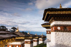 108 Stupa op Dochula-Pas stock afbeelding
