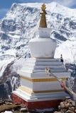 Stupa på Kicho Tal, Annapurna strömkrets, Manang, Nepal Royaltyfri Bild