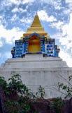Stupa på kullen i träna Royaltyfri Bild