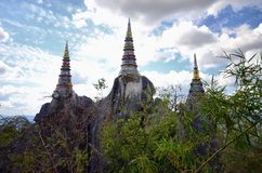Stupa på kullen i träna Arkivfoton