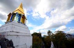 Stupa på kullen i träna Fotografering för Bildbyråer