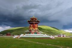 Stupa rojo en la universidad de Yaging Buda Fotos de archivo libres de regalías