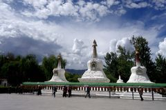 Stupa saint de paysage-Le du Thibet Images stock
