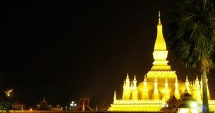 Stupa Thatluang золотое символическое Лаоса национальное стоковые изображения rf