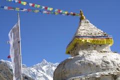 Stupa und 8000er Lothse lizenzfreies stockfoto