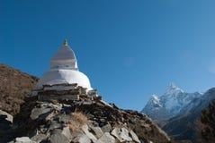 Stupa und Ama Dablam Stockfoto