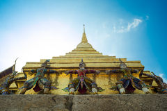 Stupa und statuarisches im Buddhismus stockfotos