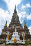 Stupa w niebieskim niebie Obrazy Royalty Free