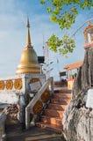 Stupa на верхней части виска тигра (Wat Tham Suea) Стоковые Изображения RF