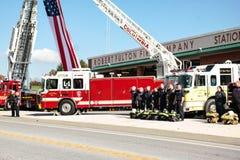 Stupad brandman Honored Arkivbilder