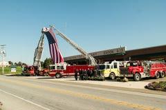 Stupad brandman Honored Arkivfoton