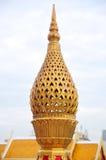 stupaen är a kulle-som strukturen som innehåller buddistiska reliker som är ty Arkivbild