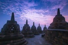 Stupas在Borobodur印度尼西亚 免版税库存图片