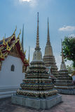 Stupas在Wat Pho Kaew,曼谷,泰国 免版税库存图片