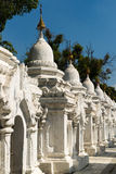 Stupas της παγόδας Kuthodaw στο Mandalay Στοκ φωτογραφίες με δικαίωμα ελεύθερης χρήσης