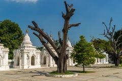 Stupas της παγόδας Kuthodaw στο Mandalay Στοκ εικόνες με δικαίωμα ελεύθερης χρήσης