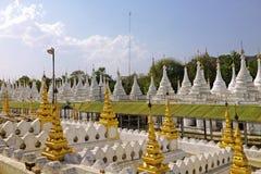 Stupas της παγόδας Kuthodaw Στοκ Φωτογραφίες