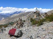Stupas - за стенами виска Muktinath, Непала Стоковые Изображения