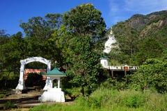 2 stupas около пика ` s Адама Стоковое Фото