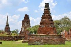 Stupas bei Wat Maha That in Ayutthaya lizenzfreies stockbild